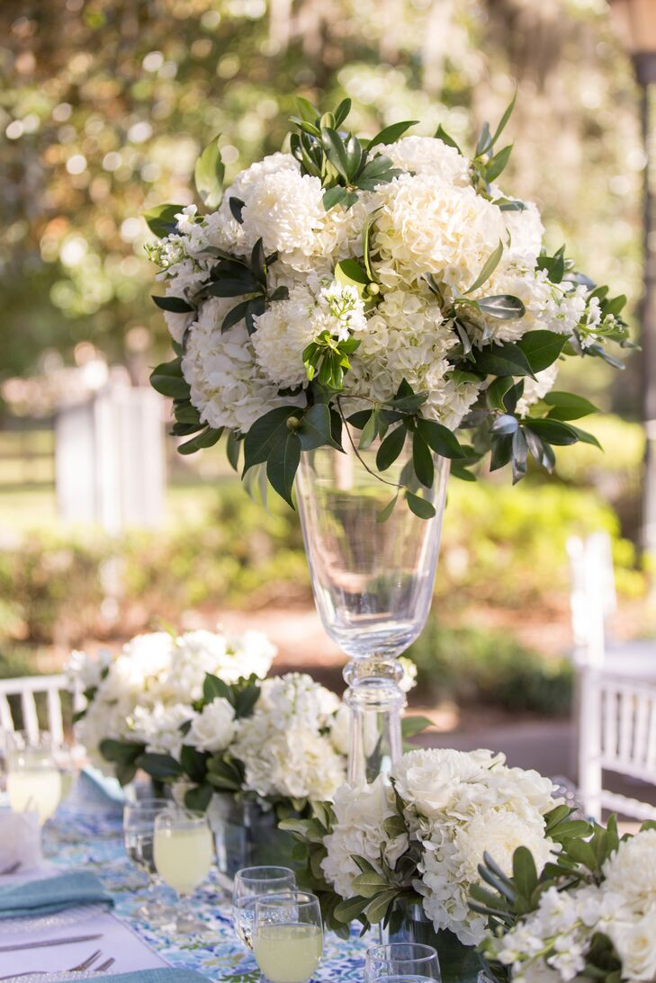 """""""I wanted to have a garden-chic vibe with a color palette of all white and hints of blues and green,"""" says Amanda."""