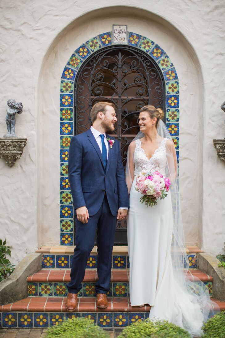 Taking inspiration from the Spanish architecture of McNay Art Museum in San Antonio, Texas, Alicia Lovett (29 and a lawyer) and Ian McNab (29) threw a