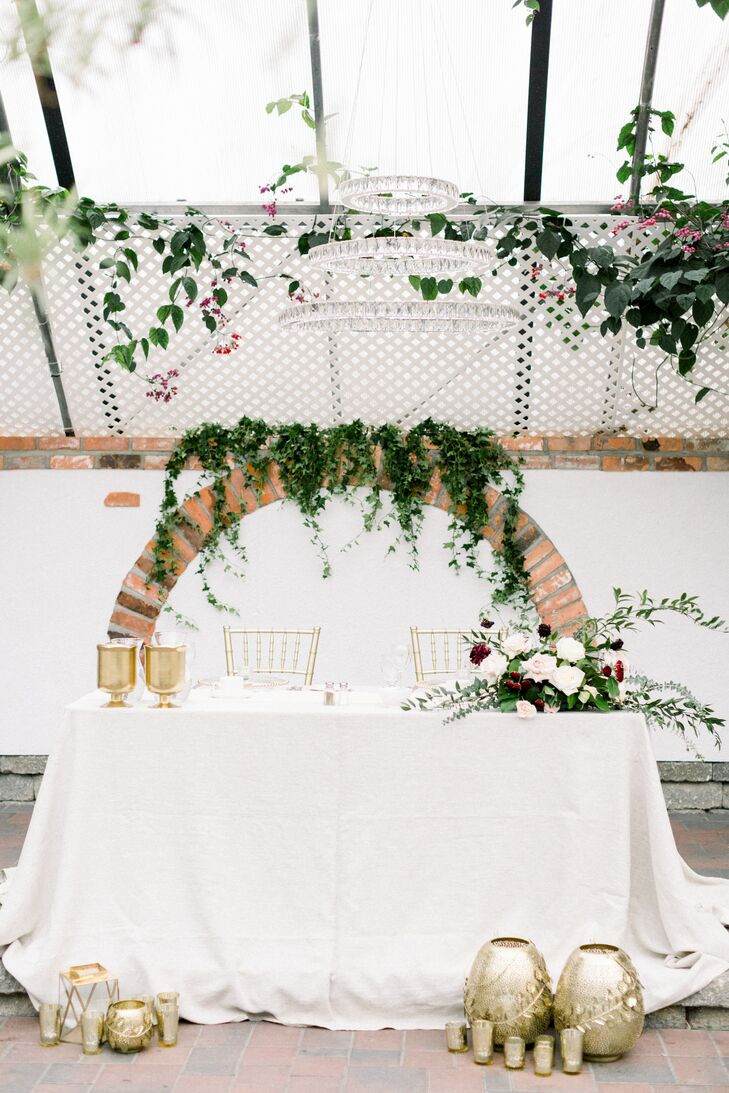 Ivy and Gold Vase Accents on Sweetheart Table