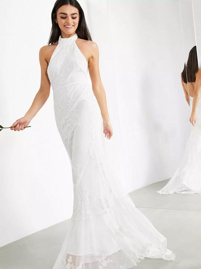 váy cưới sheath trắng asos với dây ren cổ yếm hở lưng và váy bồng bềnh váy cưới đơn giản đẹp