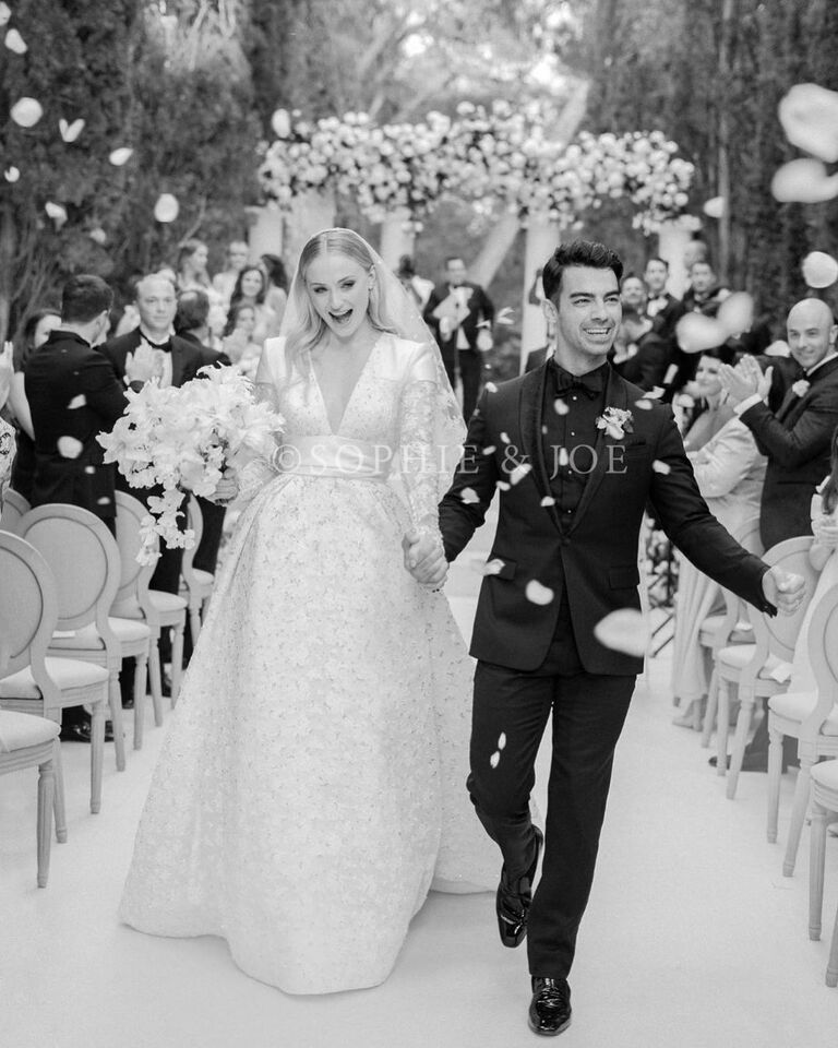 sophie turner joe jonas wedding photo