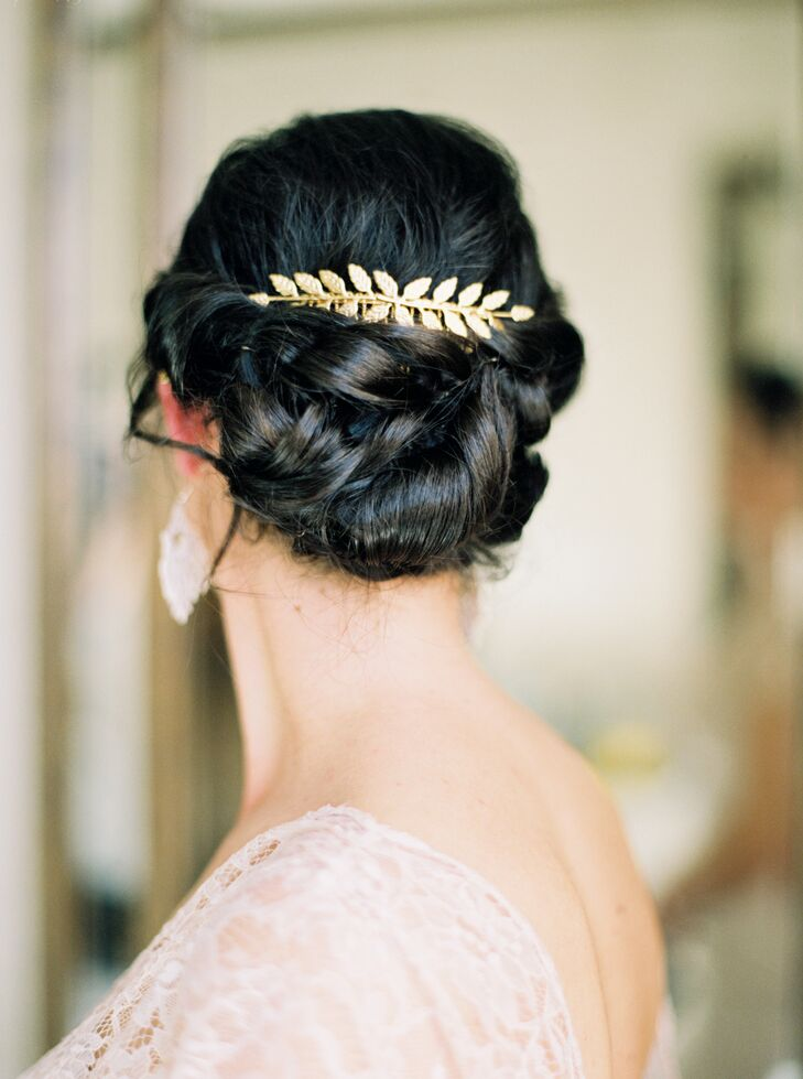 Ann accented her elegant bun updo with a long, gold leaf clip, which she selected because it reminded her of autumn in Pittsburgh, Pennsylvania, where she and Cody lived.