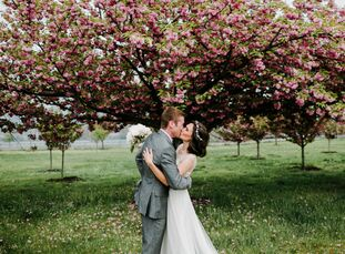 We're absolutely in love with Janel Nissim (27 and a project manager) and Charlie Mead's (28 and a research associate) natural wedding at the Liberty