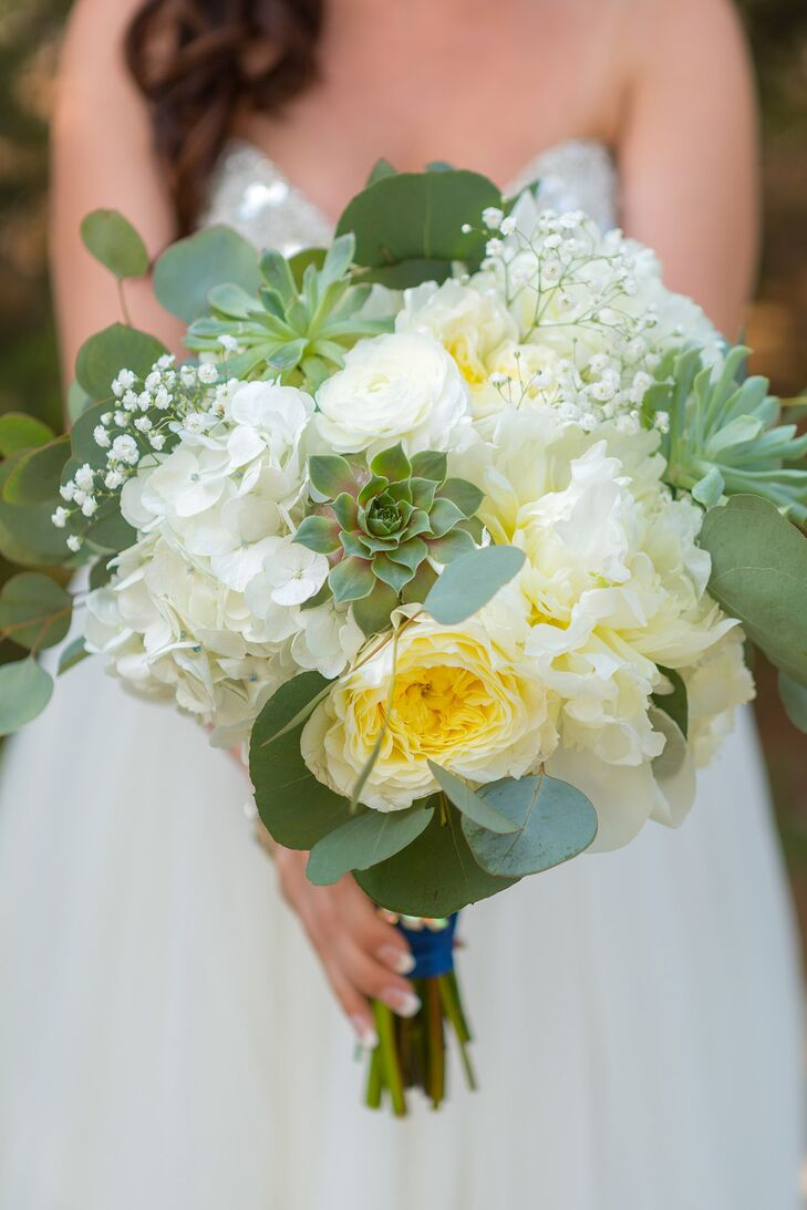 Aurielle carried an ivory and green bouquet of garden roses, ranunculus, peonies, hydrangeas, succulents and baby's breath.