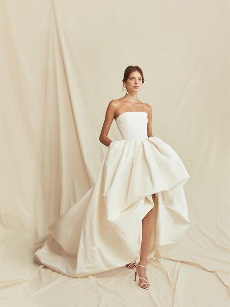 Áo quây lụa với váy cưới đẹp đầy đủ