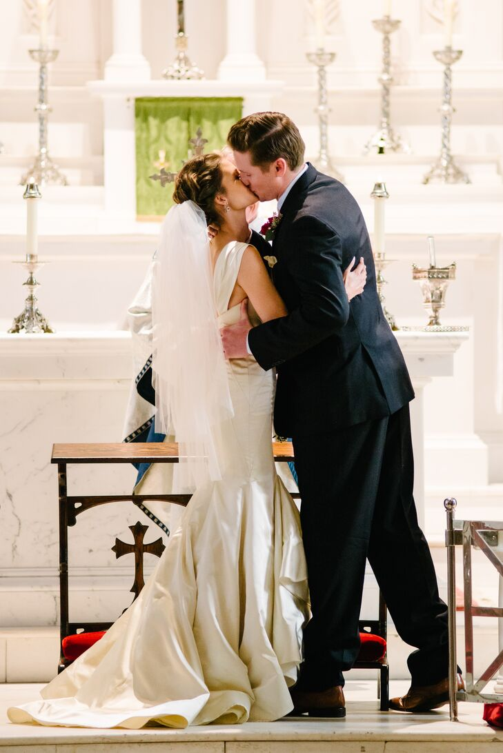 Jaclyn wore a fitted Hayley Paige dress with straps during her traditional ceremony at the historic St. Mary's Catholic Church.