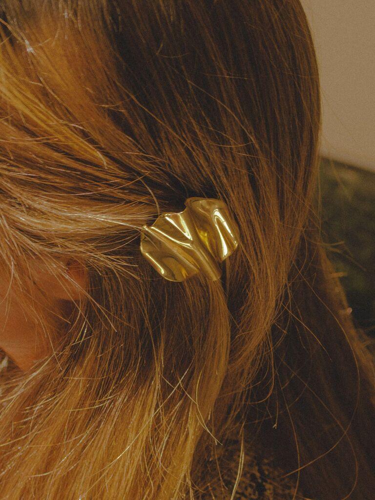 Gold seashell hair clip