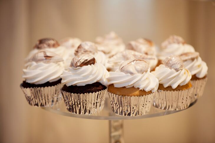 As Benji proposed with cupcakes, the couple served their guests three flavors of cupcakes topped with chocolate seashells.