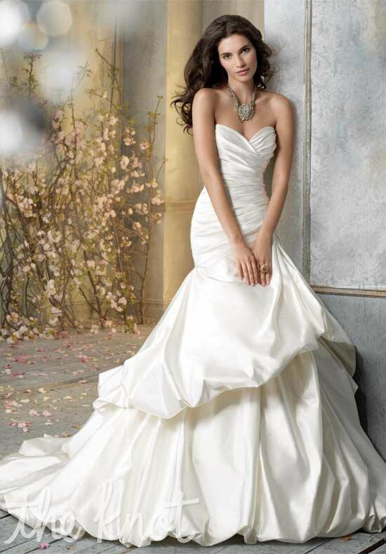 Jim Hjelm 8057 Wedding Dress photo