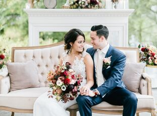 Kelly Rizzuto (27 and works in advertising) and David Knapp (27 and works at Scenic Landscaping) met through a mutual friend. Burgundy hues and lush f