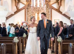 Warm shades of red, orange and yellow colored all the details in Rebecca King (29 and a manager) and Ross Jacobs's (36 and a con