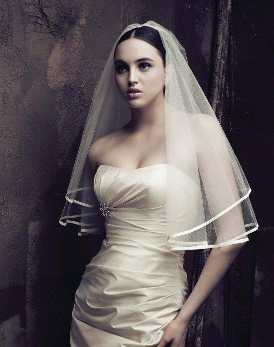 Paloma Blanca Veils Collection V409E Wedding Veils photo
