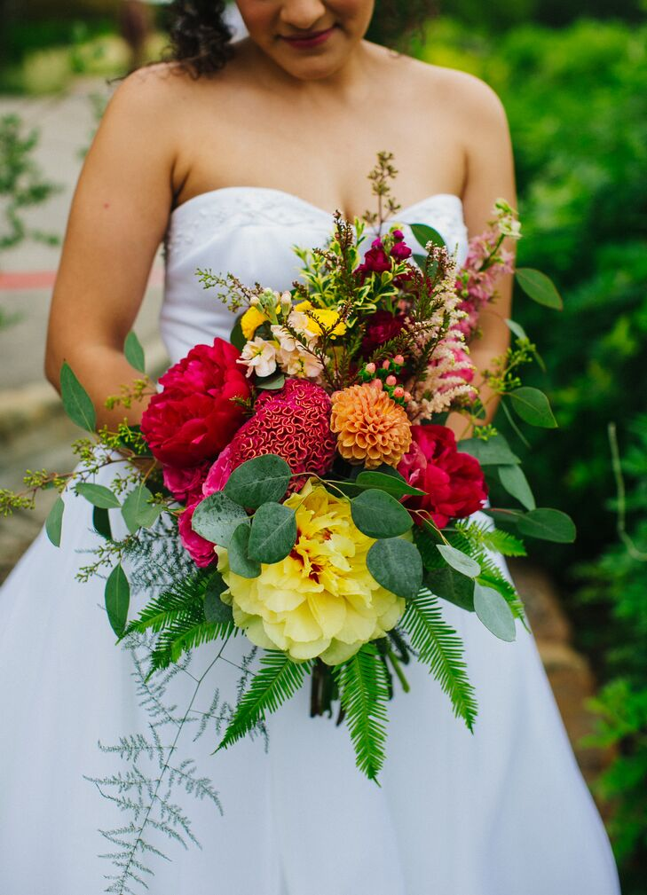 """""""We wanted big, bright, beautiful flowers everywhere,"""" Viviana says. """"I cannot say enough good things about our flowers."""""""