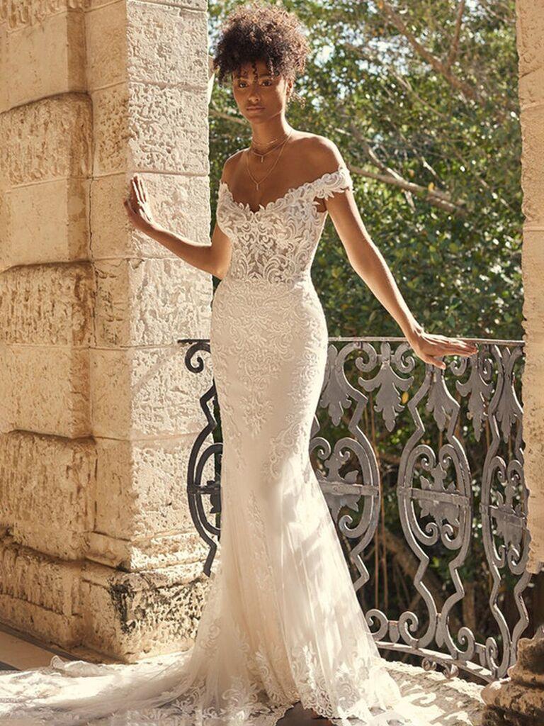 maggie sottero váy cưới quây màu trắng với ngực ren và form váy ren hoa xếp nếp vừa vặn Váy cưới đẹp đơn giản