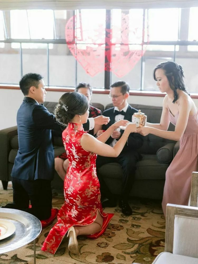 bridesmaid helping during Chinese tea ceremony
