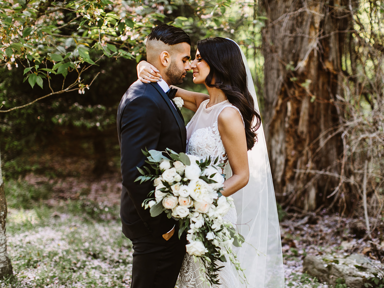 how to choose a wedding photographer couple kissing