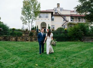 New Hampshire natives Mary Potter (27 and a floral designer) and Brian Paul O'Neill (28 and a welder) fell for the 170-acre grounds of Aldworth Manor