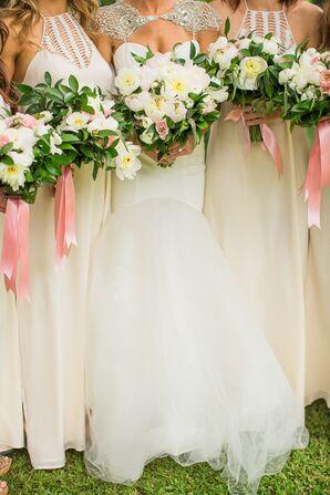 Cream Bridesmaid Dresses With Bouquets