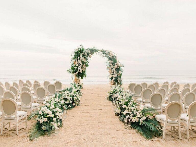 Beach wedding ceremony décor