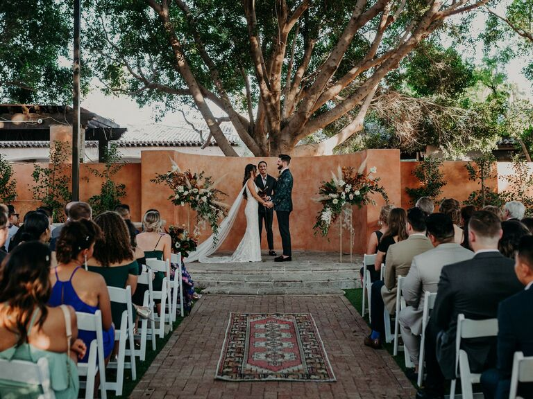 winter wedding ideas rug aisle runner