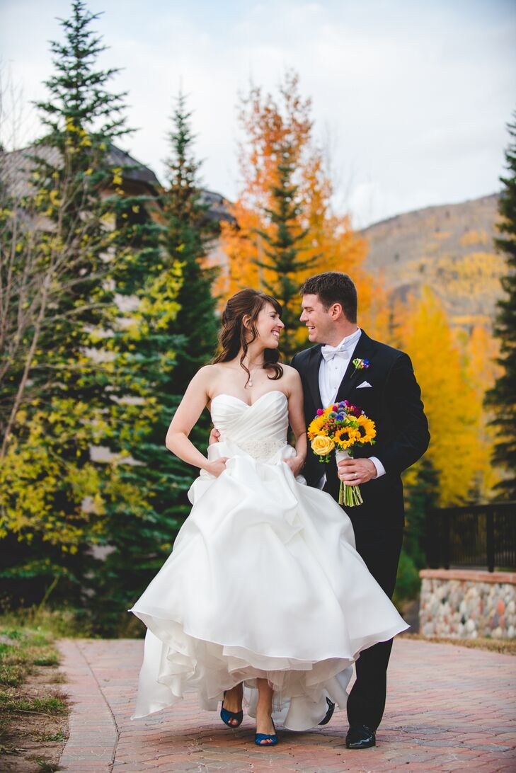 Gorgeous shades of yellow and blue filled Kimberly Kincaid (31 and a physical therapist) and Charles Roach's (31 and works in advertising) fall weddin