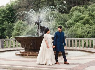 Priya Chatterjee (32 and a healthcare consultant) and Debmallo Shayon Ghosh (32 and a lawyer) honored both their family values and their Bengali herit