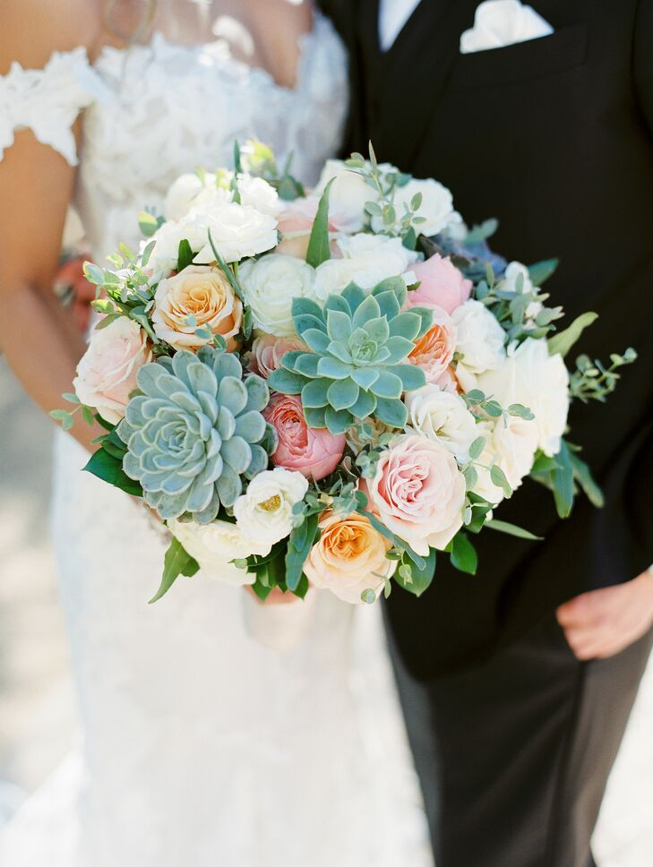 Desert-Inspired Bouquet With Roses and Succulents