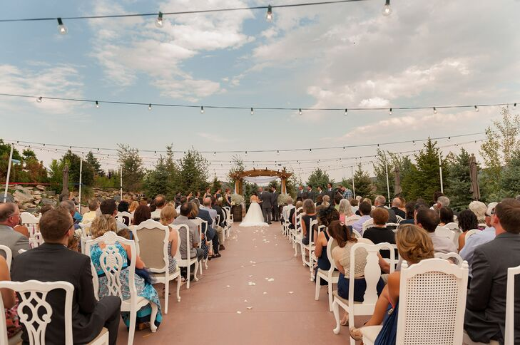 An Outdoor Ceremony at Willow Ridge Manor