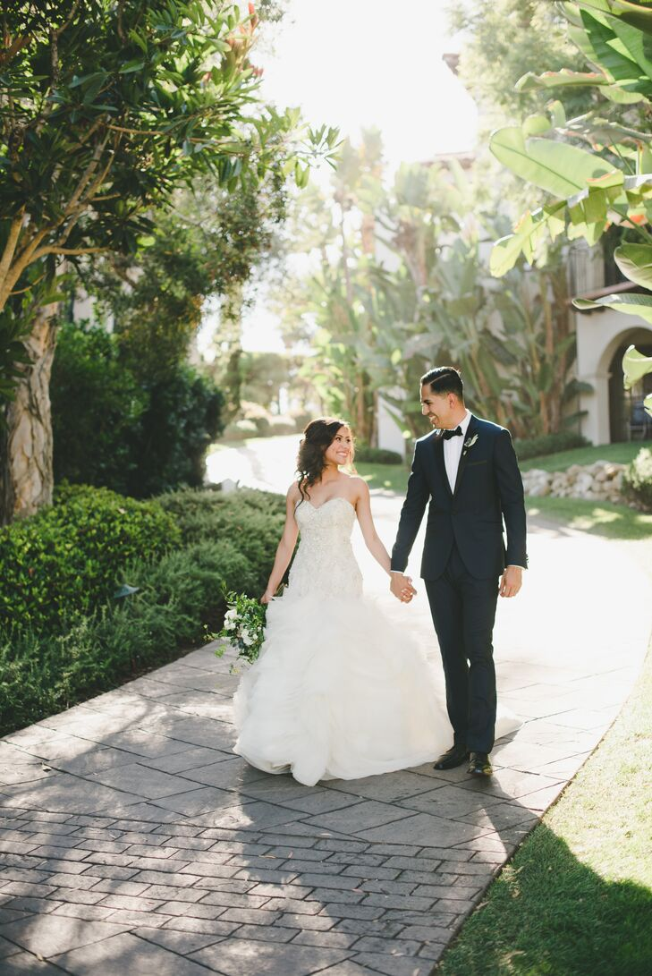 From the striking seaside venue with undeniable Spanish Revival flair to the cascading centerpieces and muted white and slate blue palette, Ivette Mar