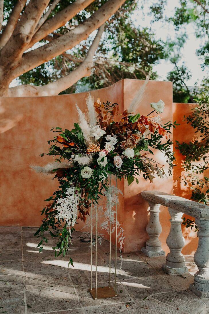 Dramatic Floral Arrangement at Scottsdale, Arizona, Wedding