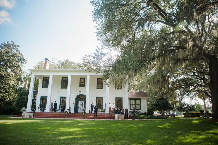 After setting eyes on the historic home surrounded by large live oaks and Spanish moss, it was hard to imagine the wedding anywhere else, says Meghan.