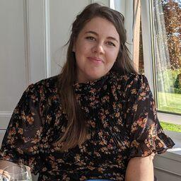 Laura Hampson - The Knot Associate Editor