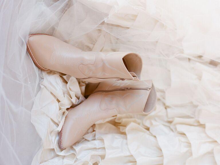 winter wedding ideas neutral boots