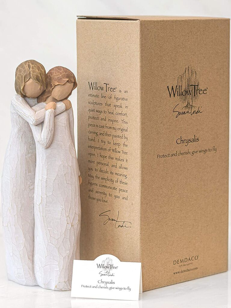 Wooden figurine daughter and mother