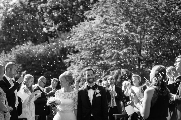 After Linda and Brandon said their vows, their guests blew bubbles at them during their recessional.