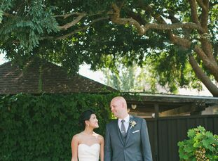 With charming country touches and a palette of soft ivory, sage and peach, Jessica Fung (27 and works in technology sales) and Brent Schoeb's (34 and
