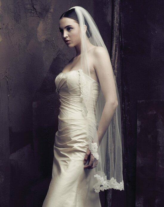 Paloma Blanca Veils Collection V415F Wedding Veils photo