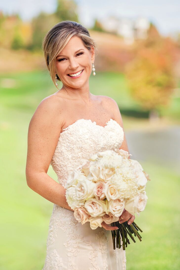 Karen wore a trumpet style cream silk dress with a lace overlay and delicate beaded accents.