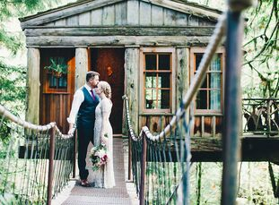 When they planned their intimate forest wedding, Alicia Lockhart (29 and an agreement sales manager) and Ryan McCallum (34 and a financial consultant)
