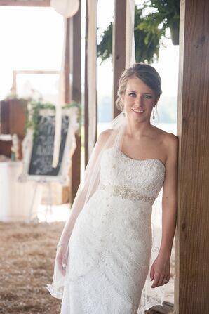 Sheath-Style Scalloped Lace Wedding Dress