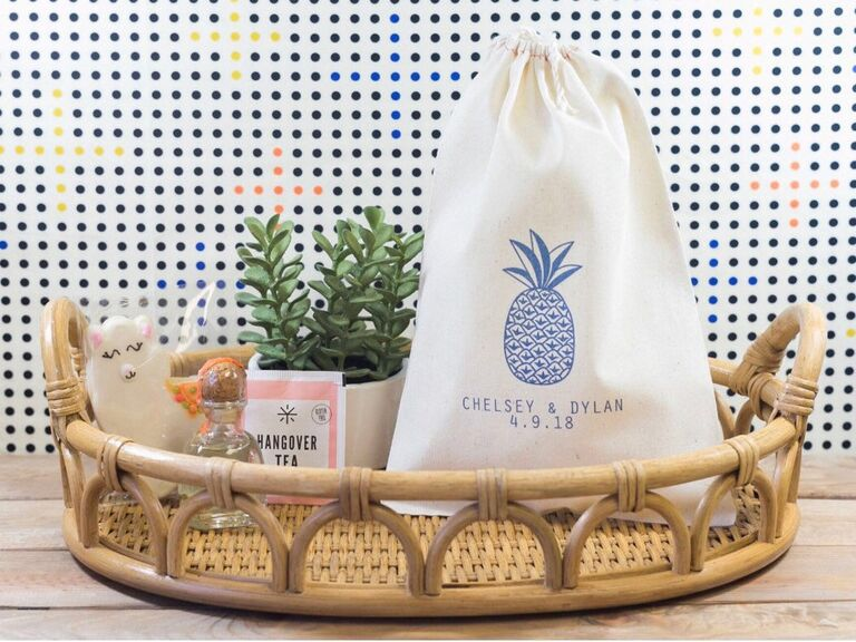Pineapple motif drawstring wedding favor bag to welcome guests