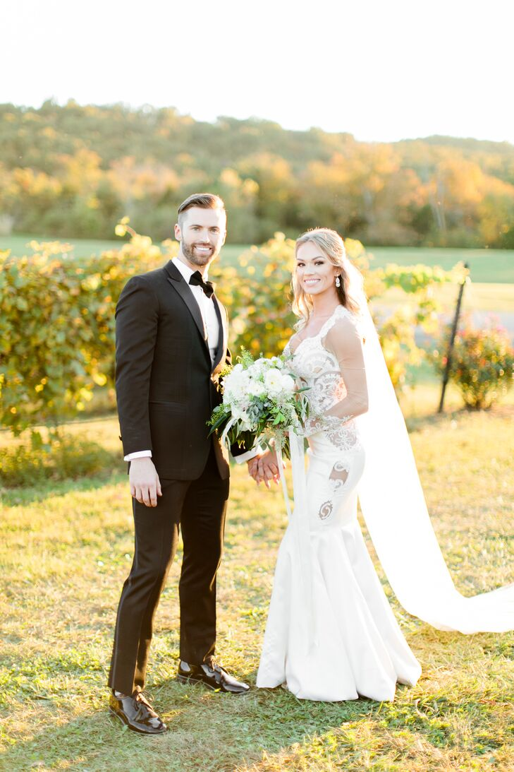 Savanna Mattingly (27 and a pharmacist) and Marshall Ray (30 and a business founder) met at a New Year's Eve party. For their own celebration, gauzy l