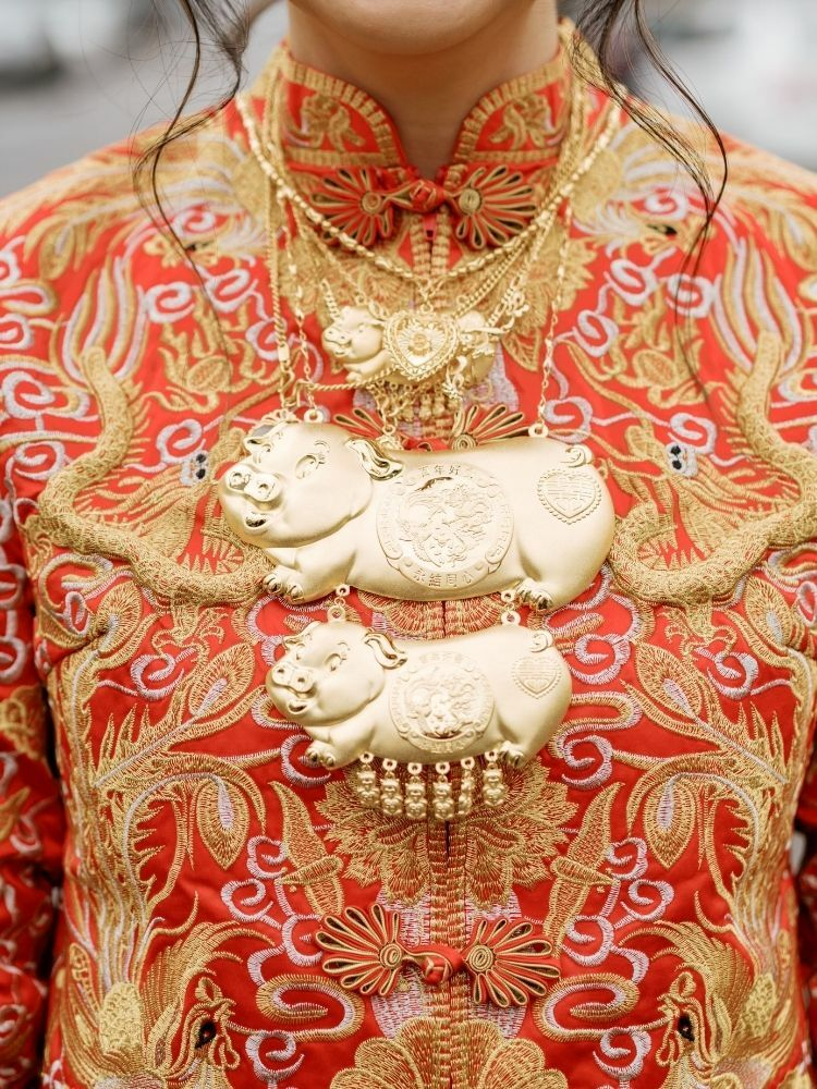 bride with gold pig necklace at Chinese wedding