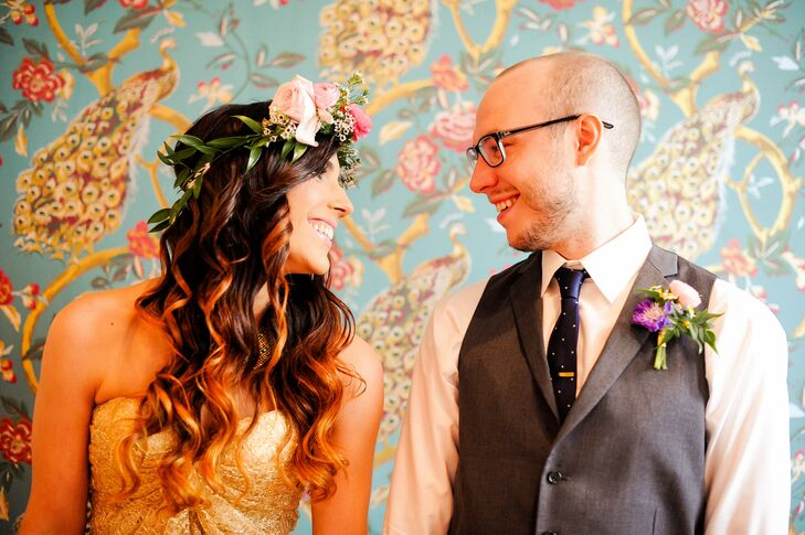Carissa's charming flower crown was made up of large pink roses.