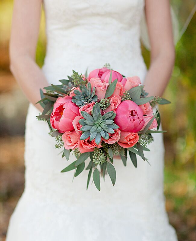 bright eucalyptus bridal bouquet |<img class=