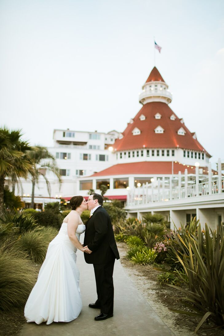 """Jane Barrow and Steven Irvine struck the perfect blend of modern elegance and geek chic for their fun-filled spring wedding in Coronado, California. """""""