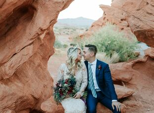 """When Australian couple Sarah Kerswell and PJ Sullivan eloped at The Valley of Fire in Overton, Nevada, they let the desert locale take center stage. """""""