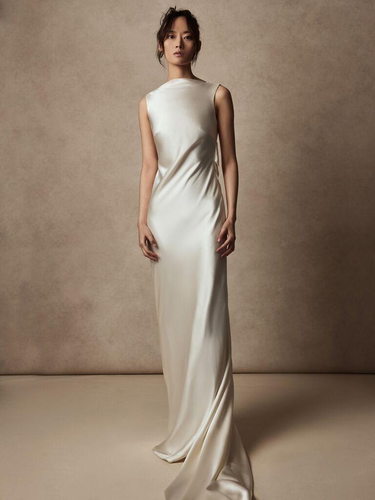 Váy cưới dáng suông Váy cưới màu trắng