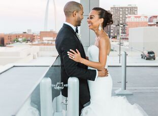 With a classic, black-tie wedding in mind, Lauren Westbrook (31 and works in marketing) and Brian McIntosh (31 and works in finance) played up the gra