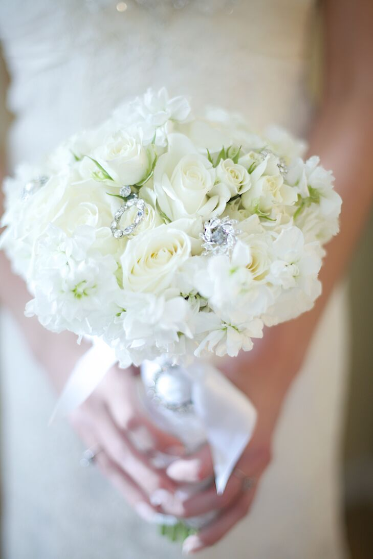 Jessica carried ivory roses and white hydrangeas in her bouquet and tucked in ornament pendants from her grandmother and great grandmother.